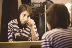 Das Mädchen in der Umkleidekabine wird zum performan fertig lizenzfreies stockfoto