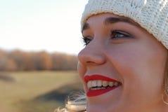 Das Mädchen in der Winterkleidung Stockfotografie