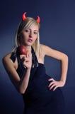 Das Mädchen ein Dämon mit einem magischen Apfel Stockbild