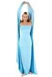 Das Mädchen in einem langen blauen Kleid. Stockbilder