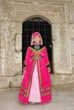 Das Mädchen in einem roten tatarischen Kleid Lizenzfreies Stockfoto