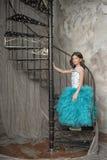 Das Mädchen in einem schönen Kleid Stockfoto