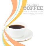 Das Mädchen in einem weißen Hausmantel mit einem Tasse Kaffee Stockfotos