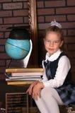 Das Mädchen in einer Schuluniform Stockfotos