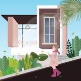 Das Mädchen, das hinunter den alleinhintergrund der Straße dort geht, sind moderne Häuser mit Anlage herum auf kühlem Wetter Lizenzfreie Stockfotos