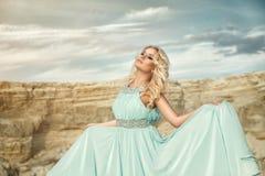 Das Mädchen im blauen Kleid Lizenzfreies Stockbild
