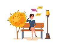 Das Mädchen, das im Herbstpark auf Bank stillsteht, steht telefonisch in Verbindung stock abbildung