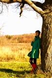 Das Mädchen im Mantel Stockbilder
