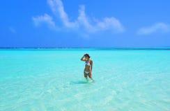 Das Mädchen im Ozean Lizenzfreie Stockfotografie