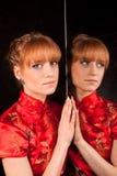 Das Mädchen im Rot Stockfotos