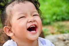 Das Mädchen lacht Stockfoto