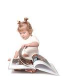 Das Mädchen mit dem Buch. Lizenzfreies Stockbild