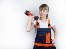 Das Mädchen mit dem Installateurwerkzeug Lizenzfreies Stockfoto