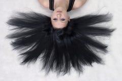 Das Mädchen mit dem langen schwarzen Haar Lizenzfreie Stockfotos