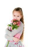 Das Mädchen mit einem alstromeriya Lizenzfreie Stockfotografie