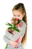 Das Mädchen mit einem alstromeriya Stockbilder