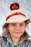 Das Mädchen mit einem Apfel lizenzfreie stockfotografie