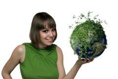 Das Mädchen mit einem grünen Planeten Lizenzfreies Stockbild