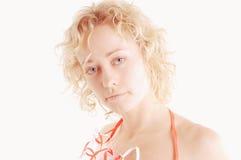 Das Mädchen mit einem lockigen Haar lizenzfreie stockbilder
