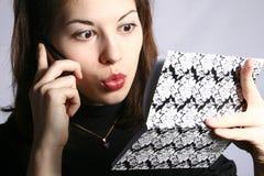 Das Mädchen mit einem Notizbuch. Lizenzfreies Stockfoto