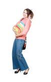 Das Mädchen mit einem schweren Stapel der Bücher Lizenzfreie Stockfotos
