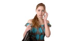 Das Mädchen mit einem zellularen Telefon Stockfoto