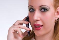 Das Mädchen mit Telefon Lizenzfreies Stockfoto