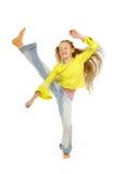 Das Mädchen nimmt an Aerobics teil Stockfoto