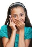 Das Mädchen spricht durch Telefon Stockfotografie