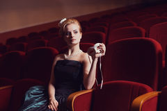Das Mädchen am Theater lizenzfreie stockfotografie