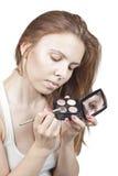 Das Mädchen tut Make-up Stockbild