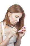 Das Mädchen tut Make-up Lizenzfreie Stockbilder
