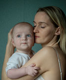 Das Mädchen und das Kind Stockbild