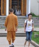 Das Mädchen und der Mönch Lizenzfreie Stockbilder