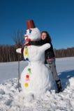 Das Mädchen und der Schneemann Lizenzfreie Stockbilder