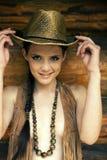 Das Mädchen und ein Hut lizenzfreies stockfoto