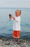 Das Mädchen von 3 Jahren und ihr älterer Bruder Lizenzfreie Stockfotografie