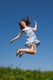 Das Mädchenspringen Stockbild