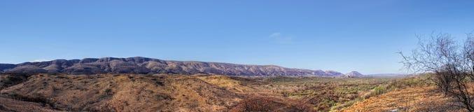 Das MacDonnell erstreckt sich Alice Springs lizenzfreie stockfotos
