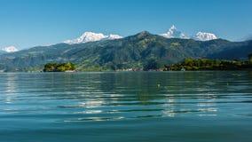 Das Machapuchare und das Annapurna III gesehenes Pokhara, Nepal Lizenzfreie Stockfotos