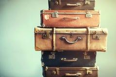 Das malas de viagem antigas da bagagem do vintage gasto antigo fotografia de stock royalty free
