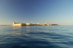 Das Maniace Schloss vom Meer Stockbilder