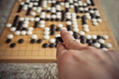 Das Mannspielen gehen Brettspiel Stockfotos