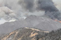 Das Maschinenhaus-Feuer | 2013 | enorme Federn des Rauches Stockfotografie