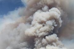 Das Maschinenhaus-Feuer | 2013 | enormer Feder-Rauch Lizenzfreies Stockfoto