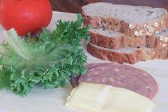 Das Material eingestellt für Schinkensandwich vorbereiten Lizenzfreies Stockfoto