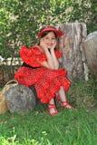 Das Mädchen in einem Kleid des Tänzers eines Flamencos. Lizenzfreie Stockfotos