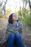 Das Mädchen mit der Decke Stockbilder