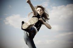 Das Mädchenspringen Lizenzfreie Stockfotografie