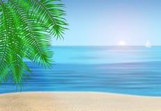 Das Meer, die Palmen und der tropische Strand unter Blau Lizenzfreie Stockfotografie